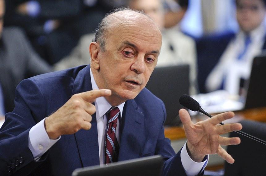 A CCJ aprovou em junho projeto de lei do senador José Serra que estendeu a idade limite de aposentadoria de todos os servidores para 75 anos