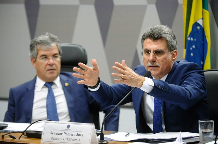 Romero Jucá (D) e o presidente da Comissão da Reforma Política, senador Jorge Viana: expectativa de que mudanças sejam aplicadas nas eleições de 2016