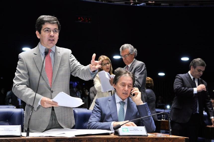 Randolfe Rodrigues é autor do projeto de repatriação de recursos que podem vir a formar o fundo de compensação aos estados