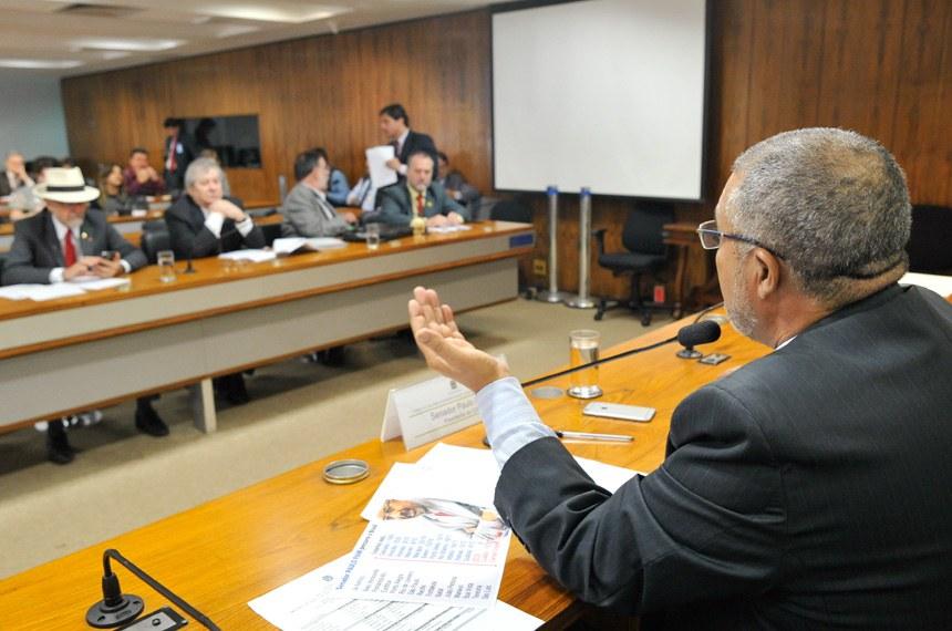 """""""Que a moda não pegue e vire uma norma definitiva"""", afirmou o presidente da Comissão de Direitos Humanos, Paulo Paim"""