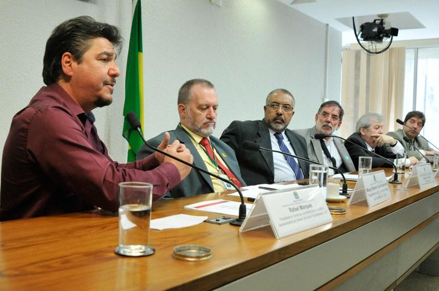 A partir da esquerda, Rafael Marques, Tesch , Paim, Azevedo, Amadeu e Guilherme Feliciano