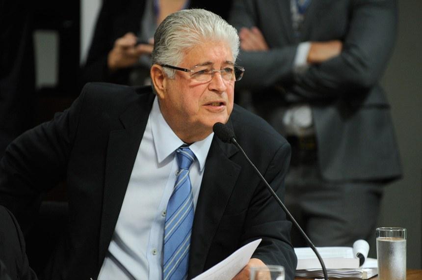 Senador Roberto Requião (PMDB-PR), primeiro subscritor do projeto
