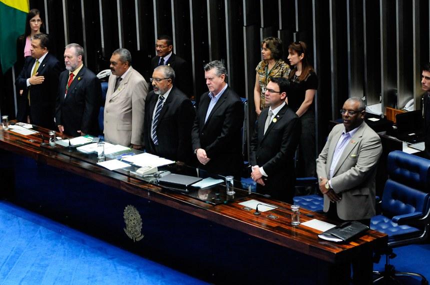 Papel da Confederação dos Servidores na defesa de direitos sociais é destacado em sessão