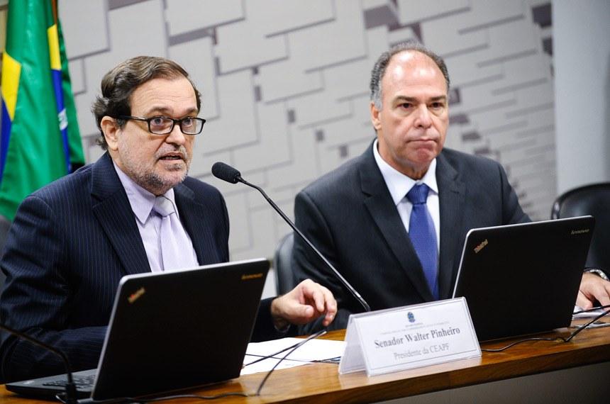 Walter Pinheiro e Fernando Bezerra, presidente e relator da comissão responsável pela análise de todos os projetos