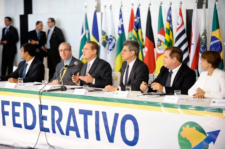 Renan Calheiros, entre o deputado Eduardo Cunha e o senador Romero Jucá, na reunião do Pacto Federativo com todos os governadores, em maio passado