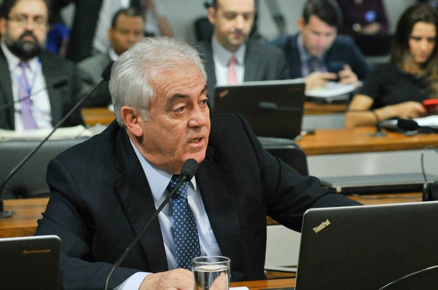 Senador Otto Alencar, relator do projeto, sugeriu incluir, como exigência, a comprovação de residência médica no país de origem do profissional