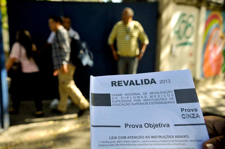 No ano passado, o exame Revalida foi aplicado em 2.157 candidatos em 41 diferentes universidades