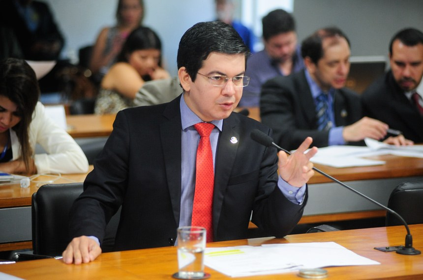 O senador Randolfe Rodrigues foi relator do projeto na comissão