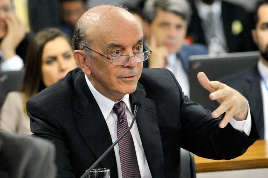 """Senador José Serra, autor do substitutivo, acha projeto imprescindível para combater práticas como """"contabilidade criativa"""" e controlar a colocação de títulos públicos no mercado"""