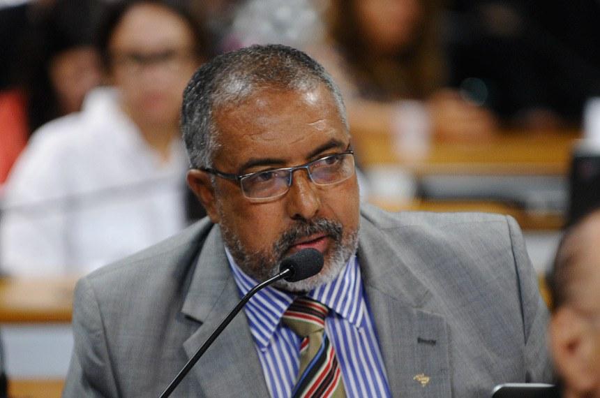 """Paulo Paim entende que a iniciativa """"caminha no sentido de promover a tão almejada dignidade da pessoa humana"""""""