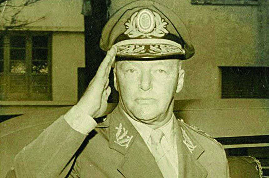 O general Lott, responsável por frear os golpes de 1955 e preservar a democracia