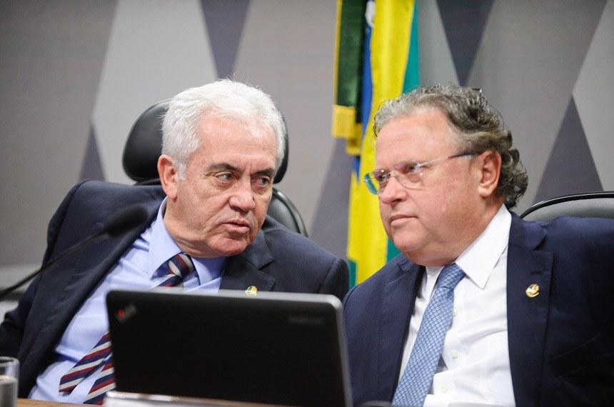 Senador Otto Alencar (E), presidente da Comissão Especial do Desenvolvimento Nacional, com o relator, senador Blairo Maggi
