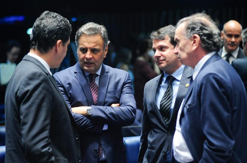 Aécio Neves (segundo à esquerda) é o autor da Proposta de Emenda Constitucional