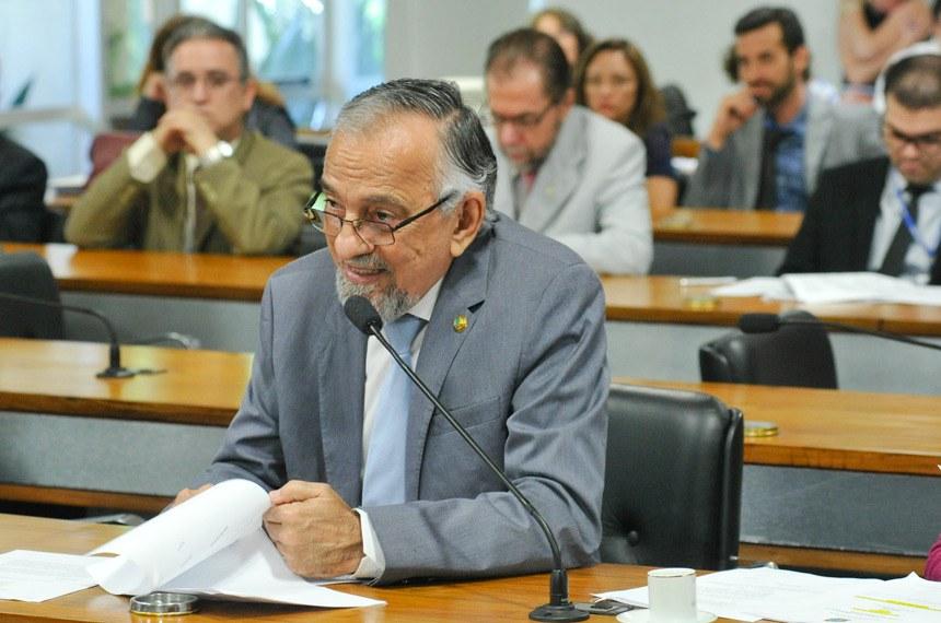 A sugestão sobre a divisão dos royalties da exploração do petróleo foi relatada por João Capiberibe