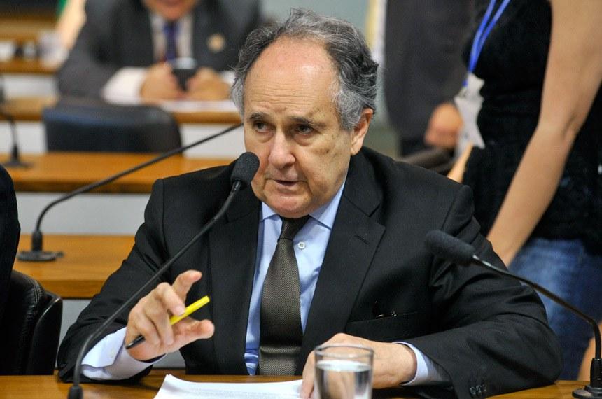 Cristovam Buarque foi o relator do projeto na CDH