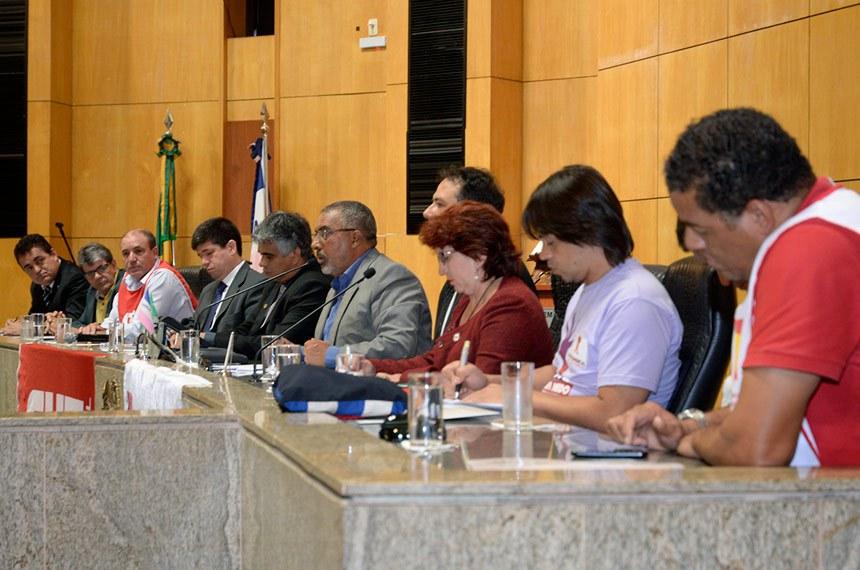 Senador Paulo Paim participa de audiência sobre terceirização em Vitória (ES)