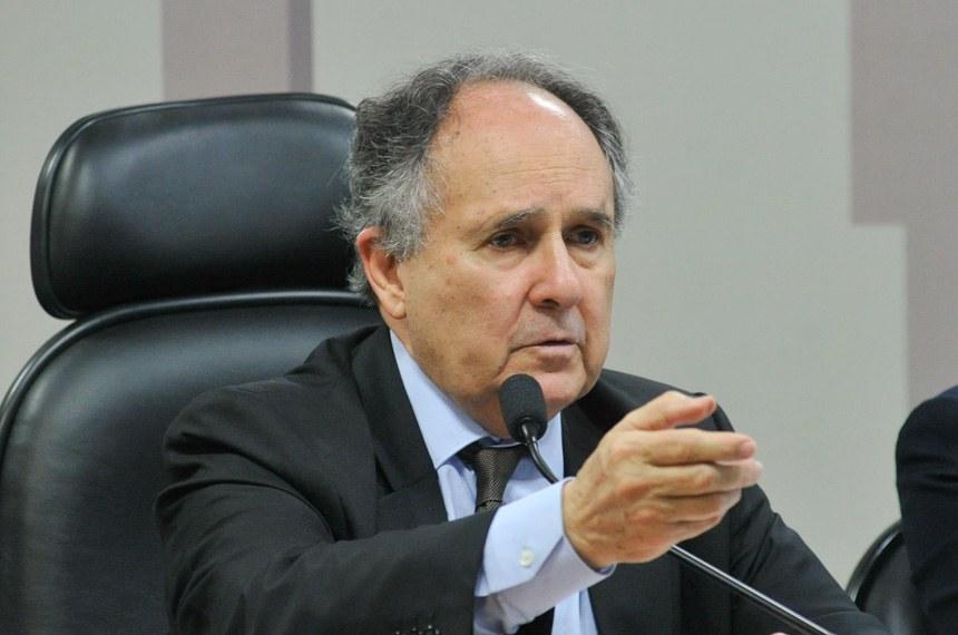 Cristovam Buarque é o relator do projeto apresentado pelo ex-senador Jarbas Vasconcelos