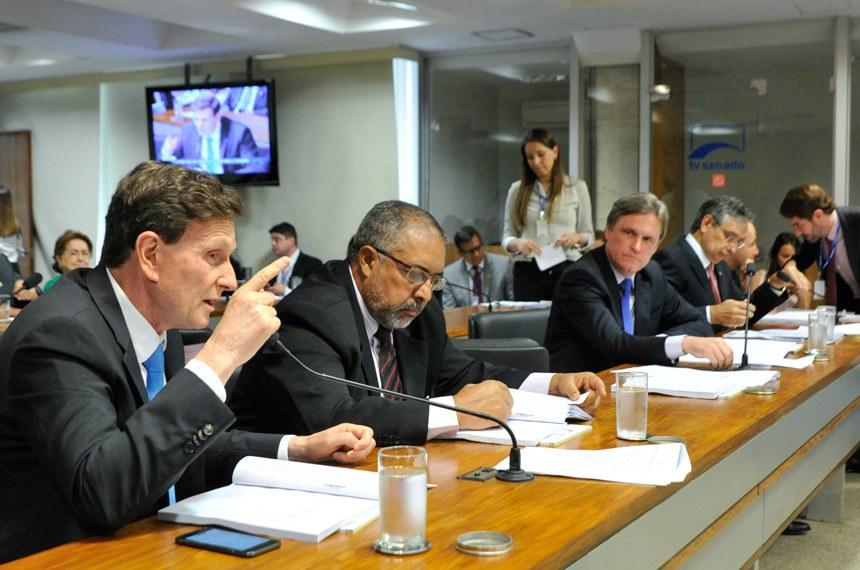 O texto de Marcelo Crivella foi aprovado e partiu de substitutivo de Paulo Paim à versão recebida da Câmara