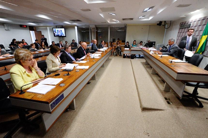 Senadora Marta Suplicy (E) foi a relatora do projeto