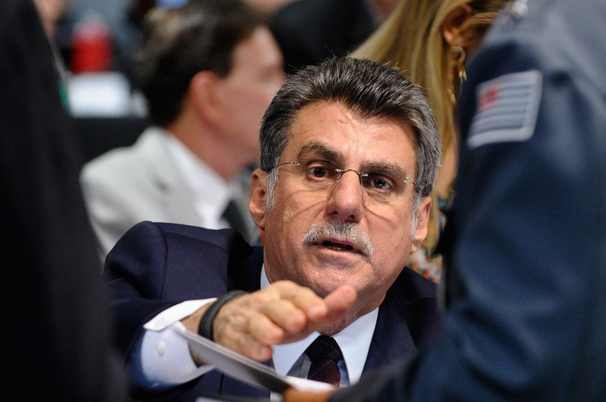 Jucá apresentou relatório favorável à proposta.