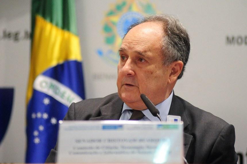 Presidente da CCT, Cristovam Buarque disse que é preciso estimular a cooperação entre academia e setor produtivo