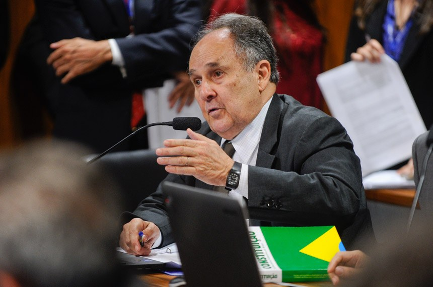 Cristovam Buarque é relator do projeto sobre divulgação de gastos com publicidade estatal