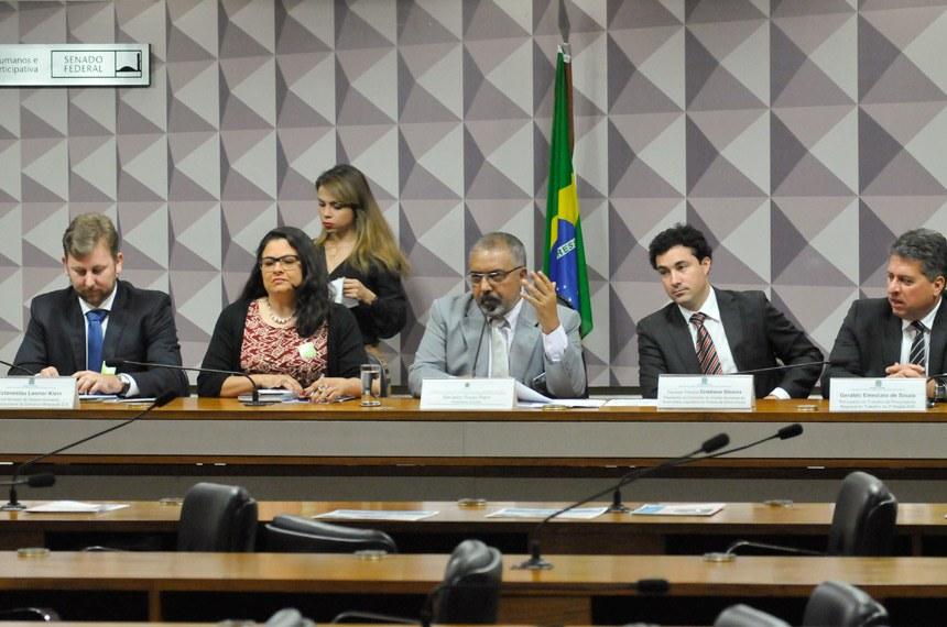 A audiência pública na Comissão de Direitos Humanos e Legislação Participativa (CDH) debateu o rompimento da barragem de rejeitos da mineradora Samarco, no distrito de Bento Rodrigues, em Mariana (MG)