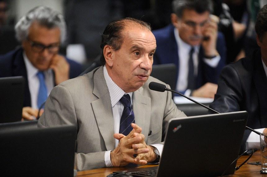 Aloysio Nunes lembrou o dispositivo da Constituição segundo o qual a lei não prejudicará o direito adquirido, o ato jurídico perfeito e a coisa julgada e pediu o adiamento da matéria