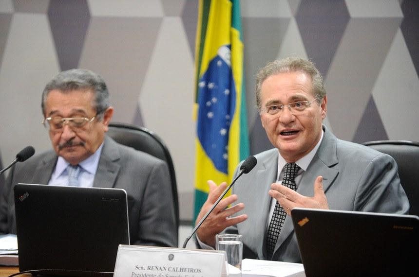 O presidente do Senado, Renan Calheiros, foi à reunião da CCJ pedir a votação da PEC 111/2015