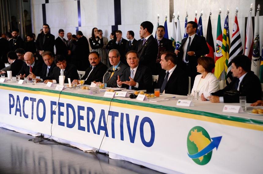 O presidente do Senado, Renan Calheiros, e o presidente da Câmara, Eduardo Cunha, recebem governadores estaduais no Salão Negro para debater o pacto federativo