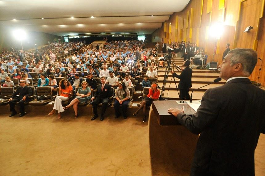 O senador Romário discursa na Semana da Pessoa com Deficiência, em agosto deste ano