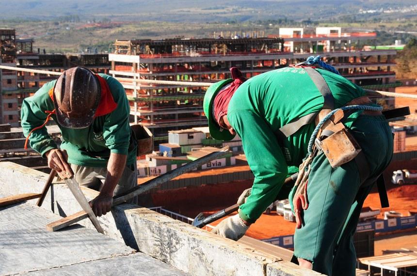 Construção de prédio no Noroeste, último setor habitacional a ser construído dentro da área tombada de Brasília
