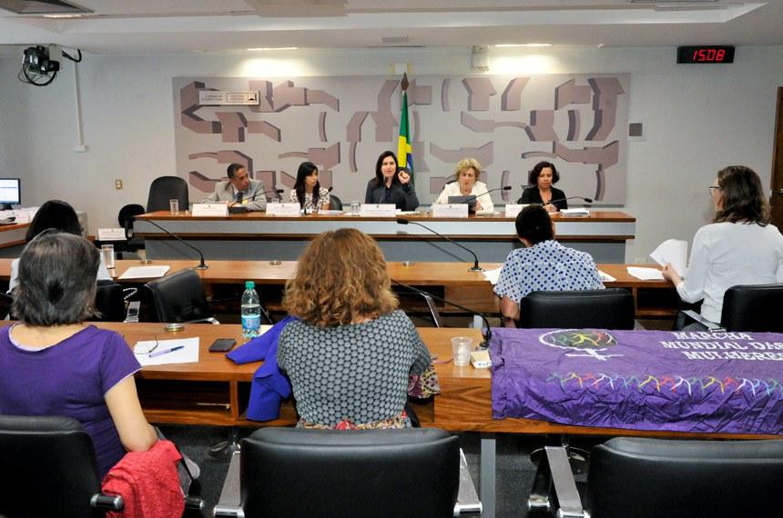 Audiência da comissão em novembro, quando foi discutida a violência contra a mulher em universidades do país