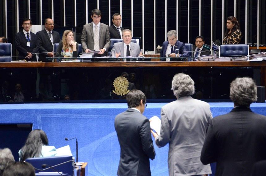 Renan Calheiros na presidência da sessão de 17 de dezembro de 2015