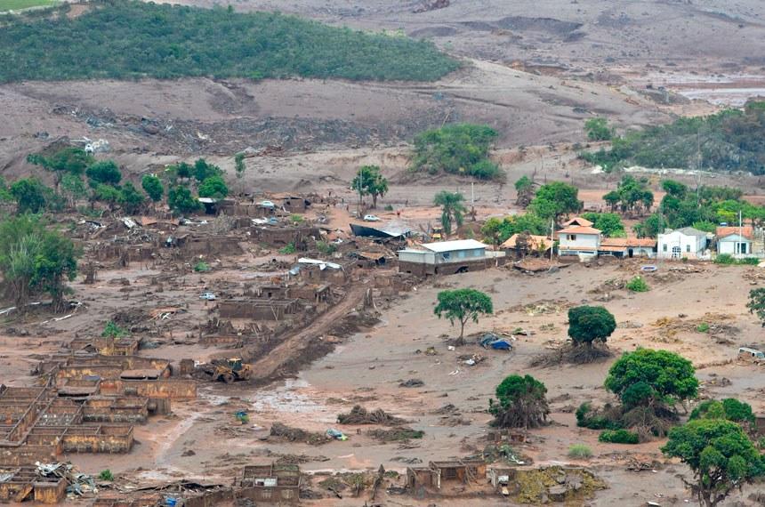 A CPI das Barragens deverá investigar irregularidades na fiscalização de obras, como a da Samarco, que destruiu o distrito de Bento Rodrigues, em Mariana (MG)