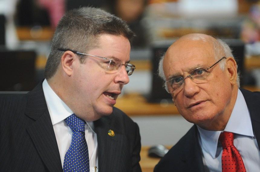 Antonio Anastasia (PSDB-MG), à esquerda, foi relator da proposta apresentada por Lasier Martins (PDT-RS)