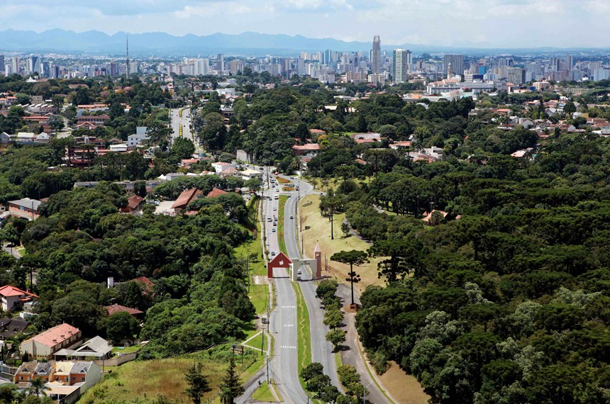Em Curitiba, está o Parque Barigui (à direita), um dos mais visitados da capital paranaense