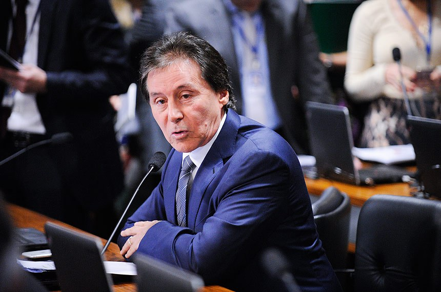 Senador Eunício Oliveira, relator do projeto
