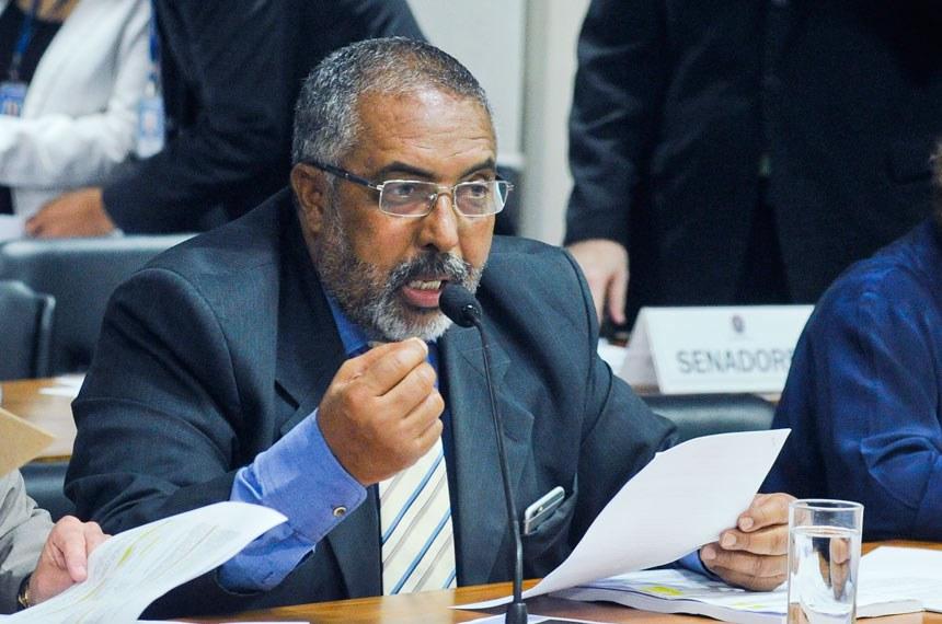 Paulo Paim foi relator do projeto na comissão
