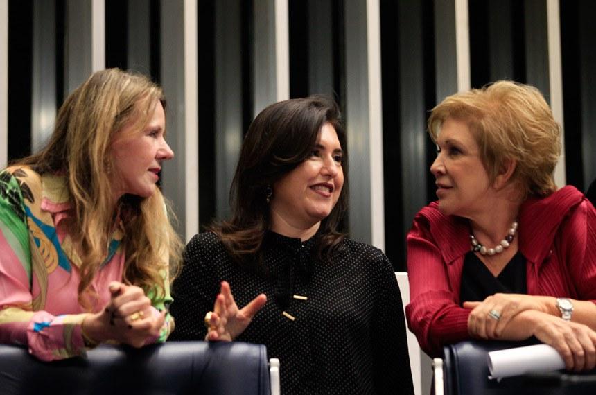 Ambos os projetos são iniciativa de Simone Tebet (C), na foto com Vanessa Grazziotin e Marta Suplicy