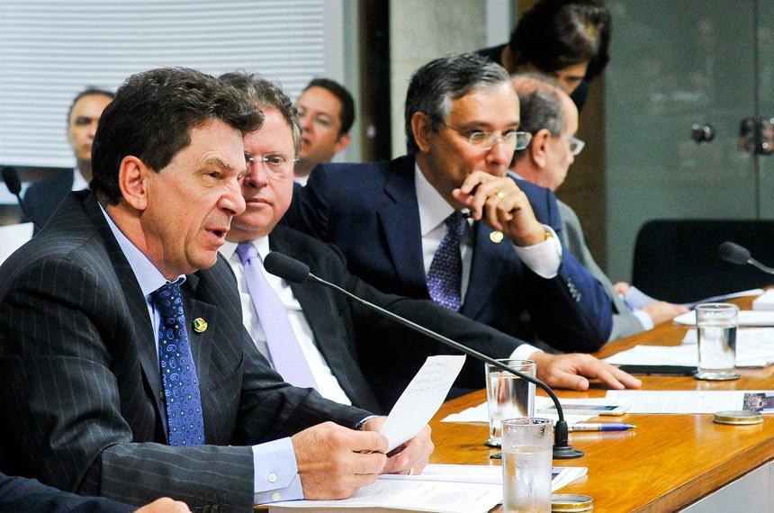 """Ivo Cassol, relator do projeto, disse que o medicamento pode """"aliviar o sofrimento de milhares de brasileiros e brasileiras"""""""
