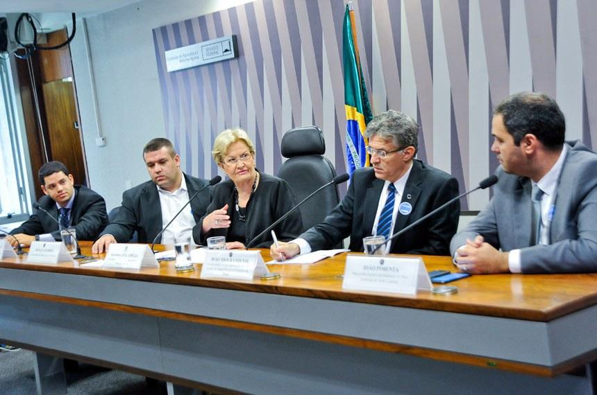 Ugo Vercillo, Rafael Salerno, a senadora Ana Amélia, João Riograndense e o procurador jurídico da Fundação do Meio Ambiente de Santa Catarina, João Pimenta