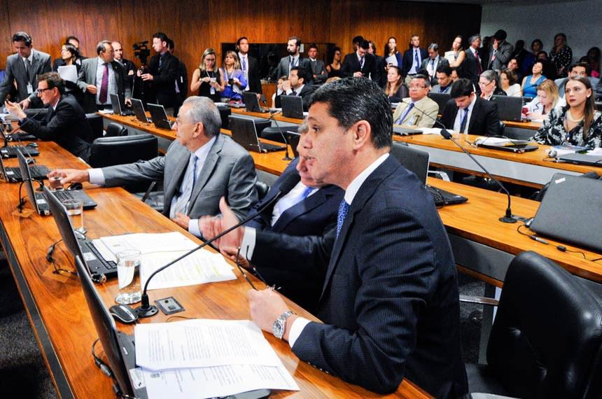 Ricardo Ferraço acatou 11 emendas oferecidas por Randolfe Rodrigues e uma por Antonio Carlos Valadares em seu substitutivo