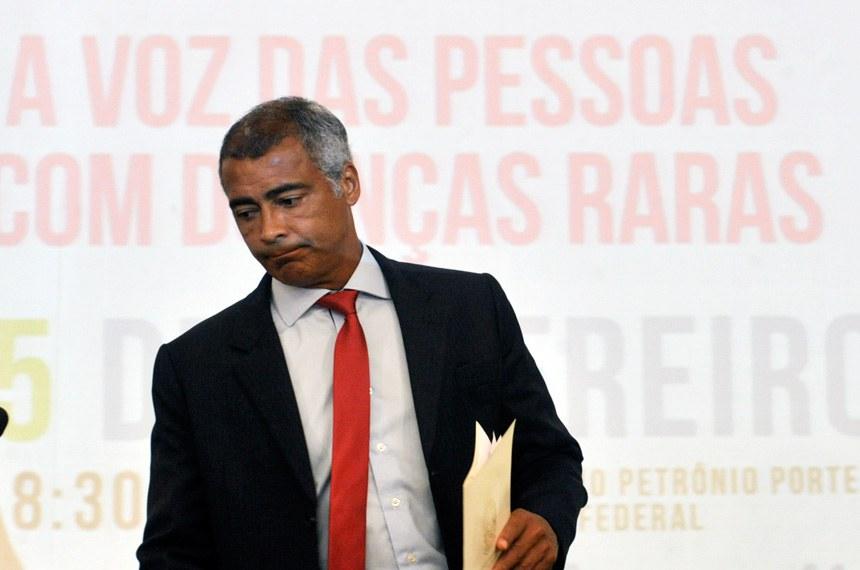 O senador Romário é o relator do projeto na comissão