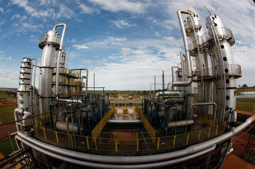 Pelo texto, a produção das usinas só poderá ser iniciada após a emissão da licença do órgão ambiental responsável