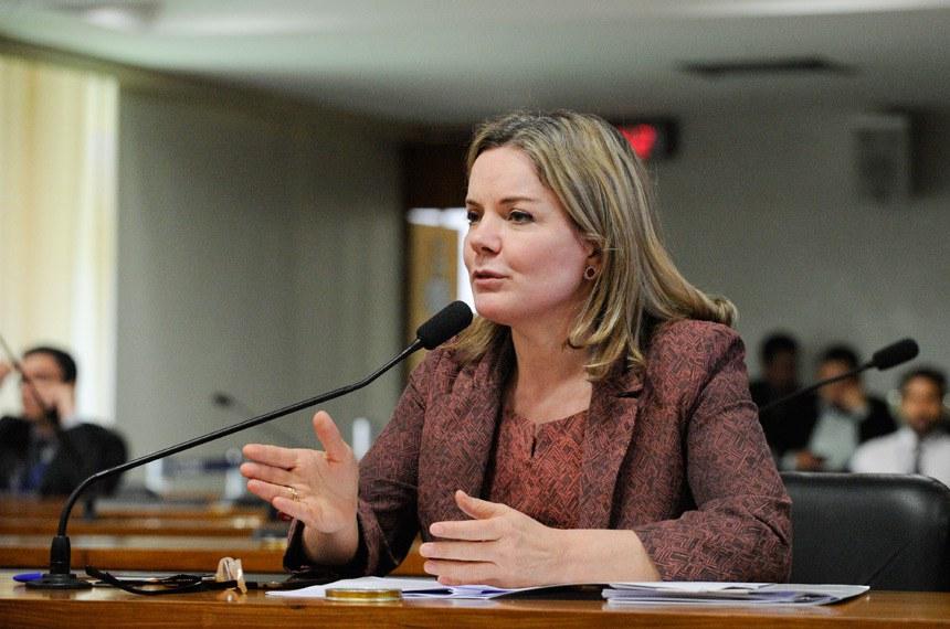 """Gleisi Hoffmann, autora do projeto: """"a experiência de diversos municípios que têm usado a patrulha para prevenir a violência doméstica tem reduzido os índices de violação às medidas protetivas"""""""