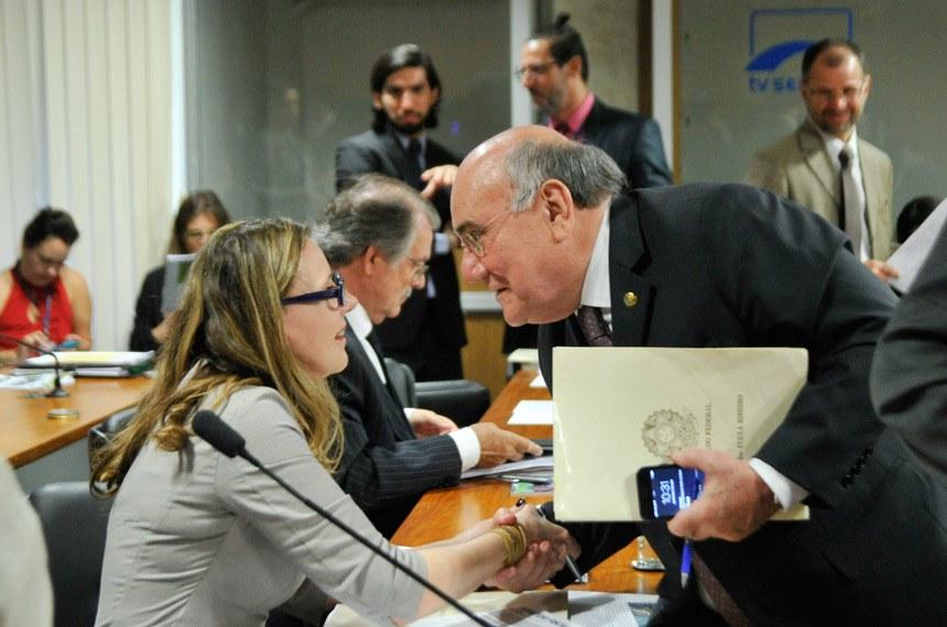 Vanessa Grazziotin é a autora do projeto que teve parecer favorável pelo relator, Flexa Ribeiro