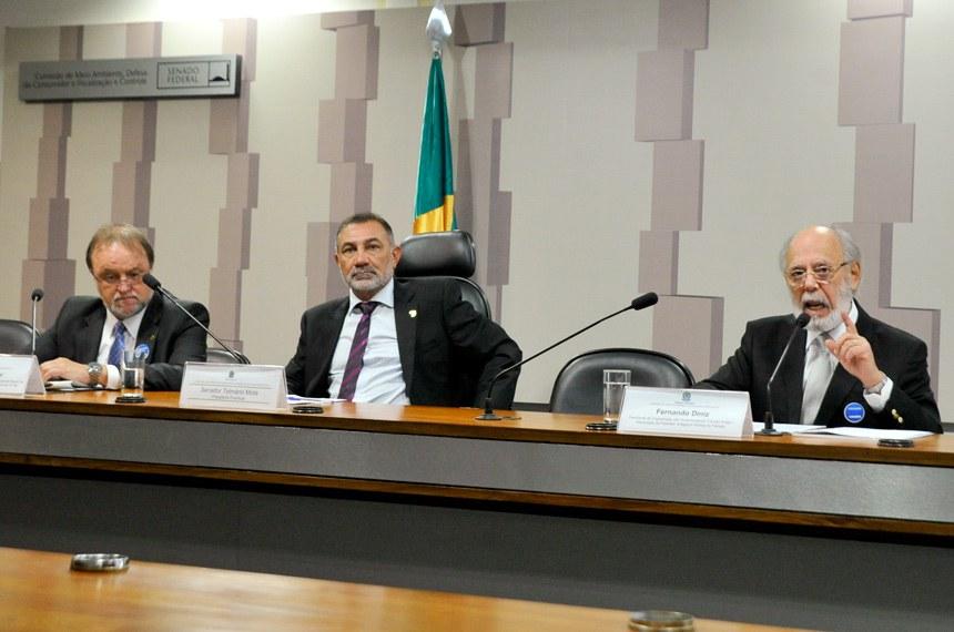 O presidente da ONG Trânsito Amigo, Fernando Diniz, contou que perdeu o filho num acidente em março de 2003 graças a um motorista alcoolizado