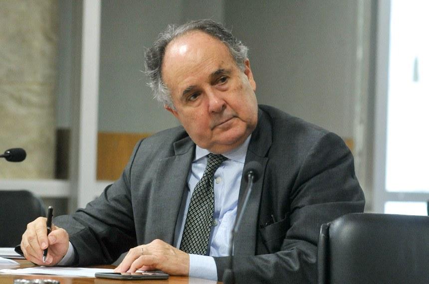 Autor do projeto, Cristovam Buarque afirma que os parlamentares têm a obrigação de trazer responsabilidade para o trânsito, que está em guerra civil