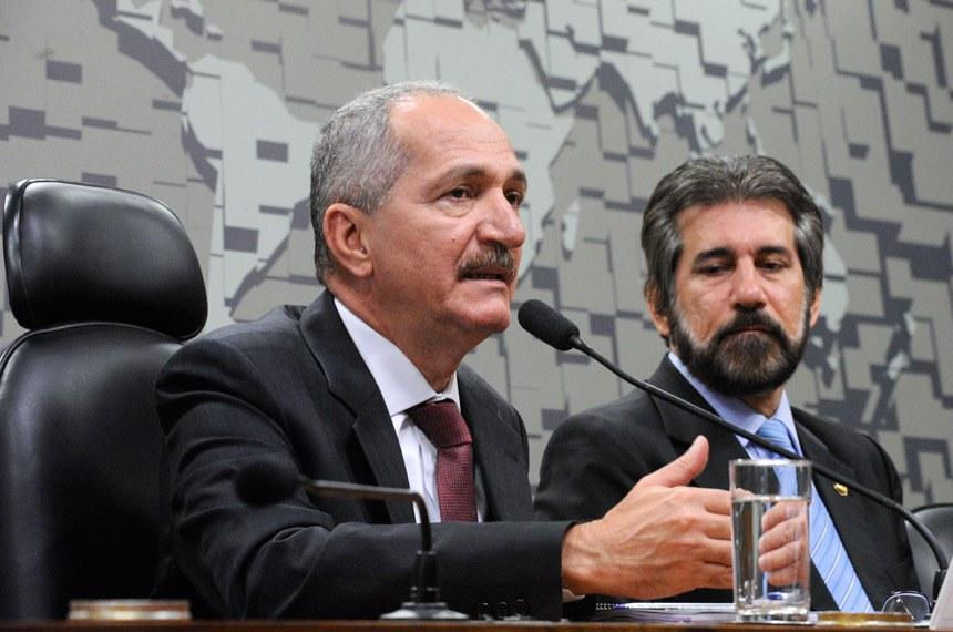 Forças Armadas do Brasil têm recebido uma média de recursos inferior à de outros países do Brics, afirmou Aldo Rebelo, ministro da Defesa, em audiência sob a presidência do senador Valdir Raupp